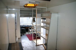 Der Innenraum vor dem Umbau - man beachte den Beifahrersitz